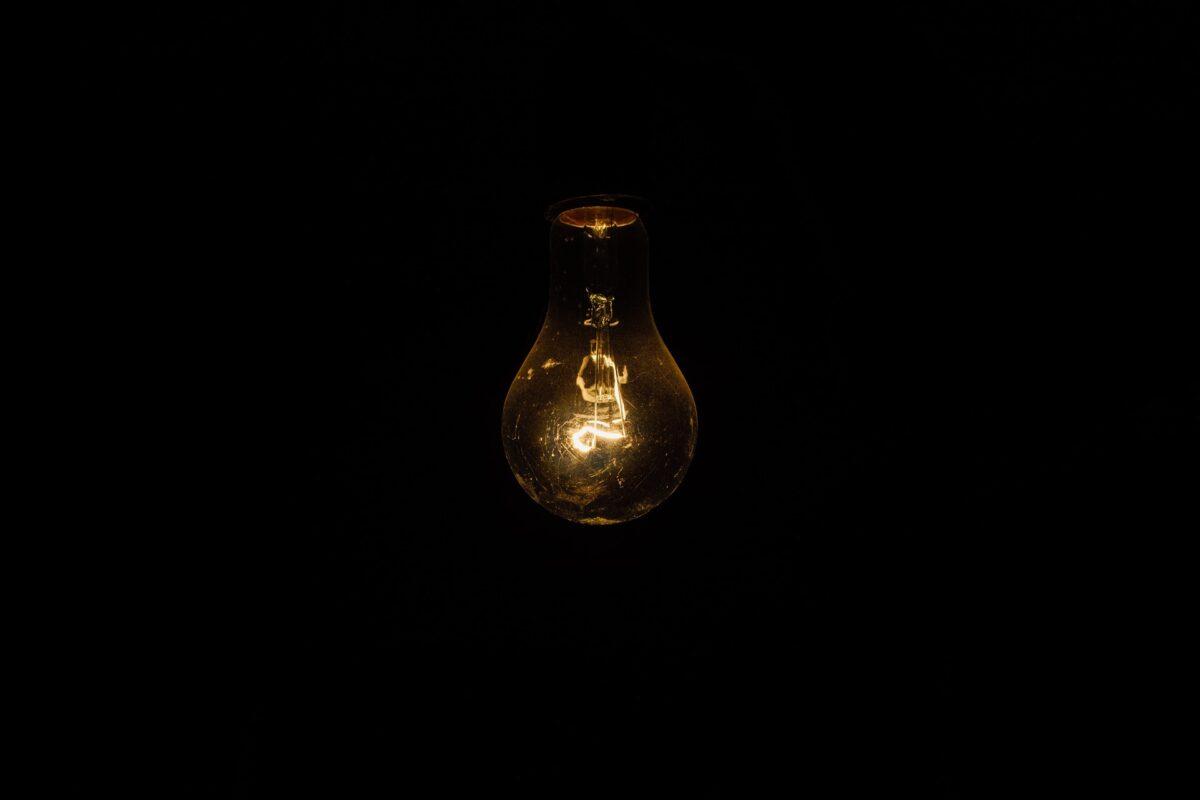 Stromkosten 2021: Haushalte zahlen 2,9 Mrd. Euro zu viel